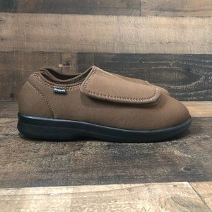 NIB Men's Propet Cush n foot brown slipper velcro